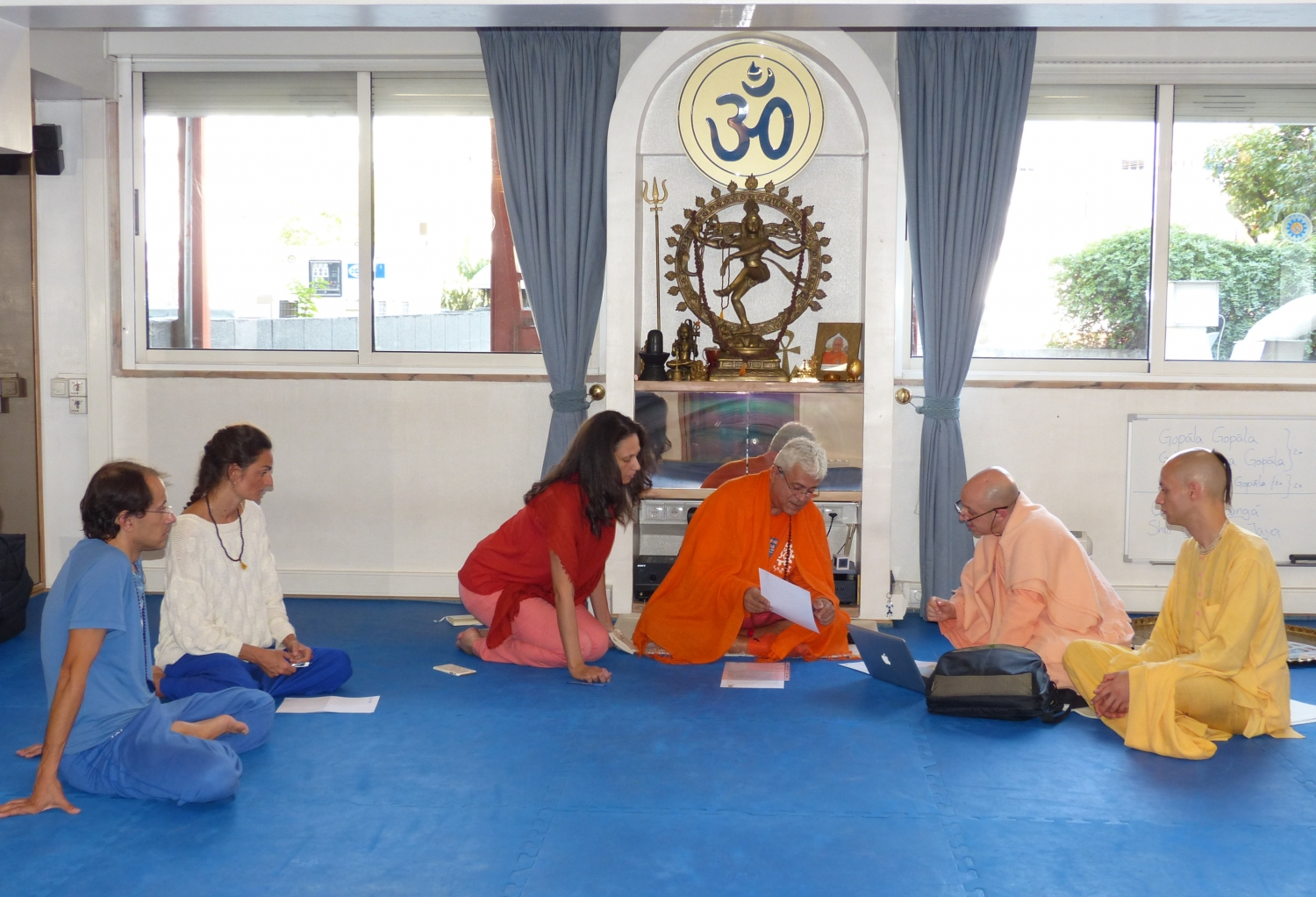 Visit of Svámin Yadunandana  - ISKCON Hare Krshna - at the Headquarters of the Portuguese Yoga Confederation – 2015