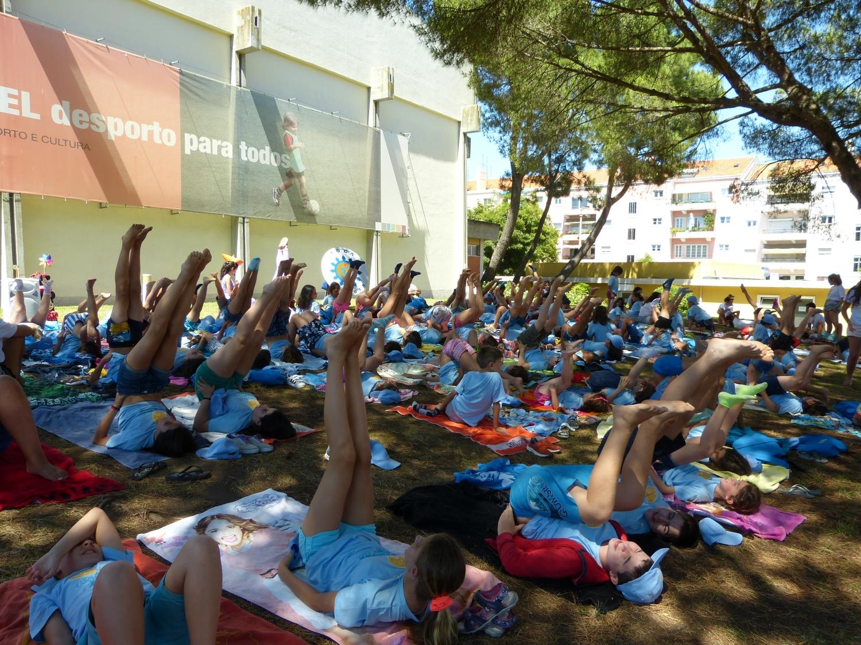 Clase del Yoga Sámkhya para 150 Niños - Lisboa, Playa Campo de la Junta de Freguesia de Alvalade - 2016, julio, 13