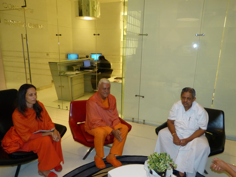 H.H Jagat Guru Amrta Súryánanda Mahá Rája, Sváminí Chandra Shakti Deví e H.H. Dr. H. R. Nagendra