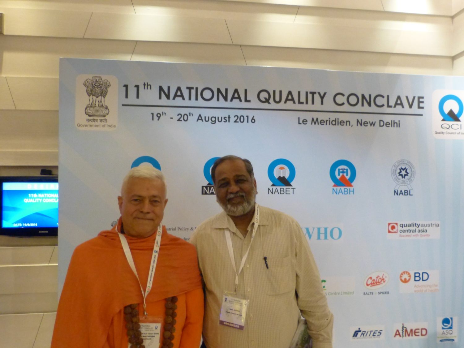 H.H. Jagat Guru Amrta Súryánanda Mahá Rája com Anil Jauhri, CEO of the NABCB of Quality Council of India