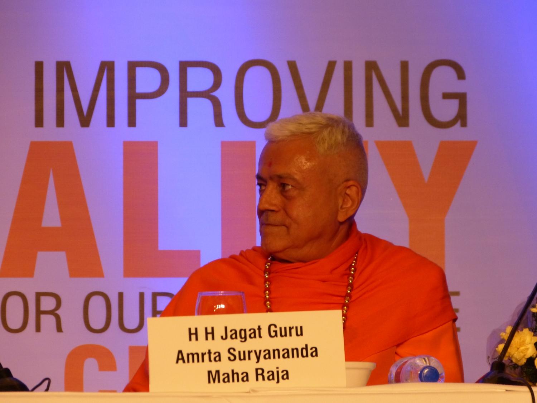 H.H. Jagat Guru Amrta Súryánanda Mahá Rája
