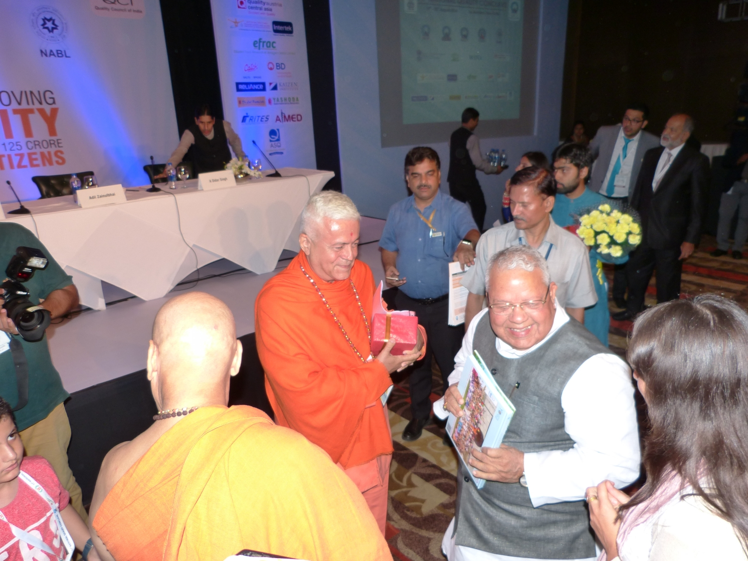 H.H. Jagat Guru Amrta Súryánanda Mahá Rája with Hon'ble Minister of Micro, Small and Medium Entreprises, Shrí Kalraj Mishra