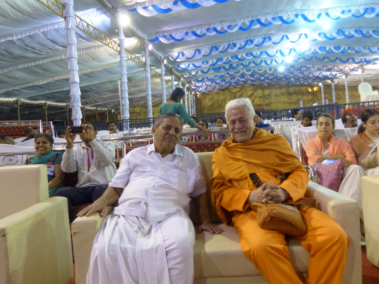 H.H. Jagat Guru Amrta Súryánanda Mahá Rája with H.H. Dr. Nagendra Jí