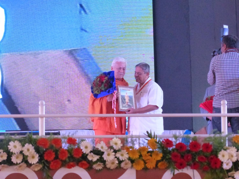 H.H. Jagat Guru Amrta Súryánanda Mahá Rája and H.H. Dr. Nagendra Jí