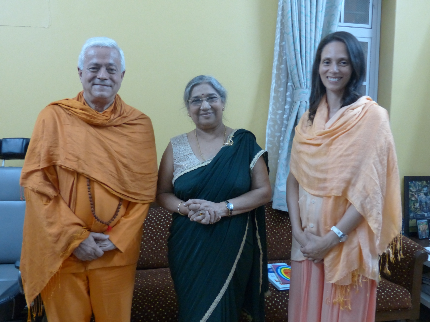 Con Smt. Hansaji Jayadeva Yogendra - The Yoga Institute of Santa Cruz, Mumbai, India - 2016, enero