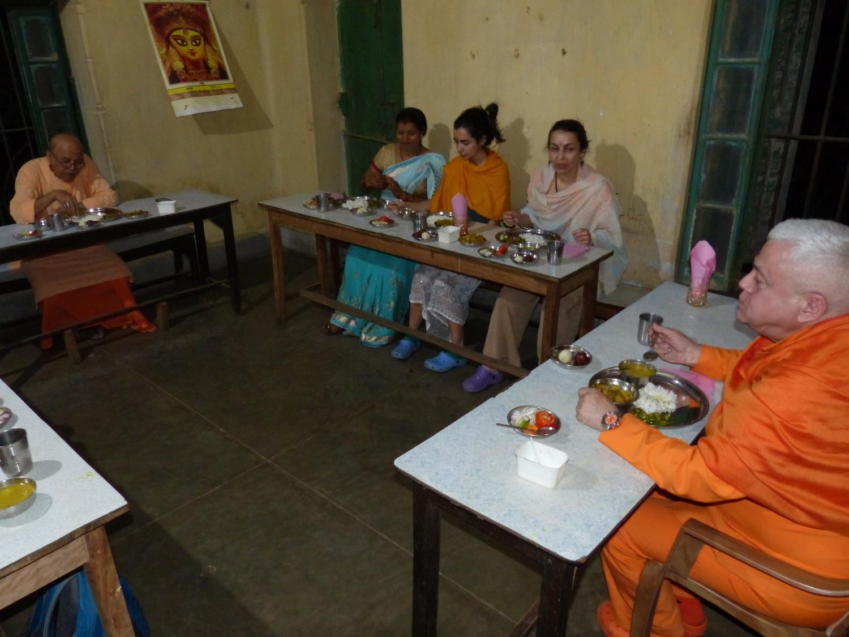 Encontro de H.H. Jagat Guru Amrta Sūryānanda Mahā Rāja com Svámin Malgalteertam - Dehogar, Índia - 2016, Maio