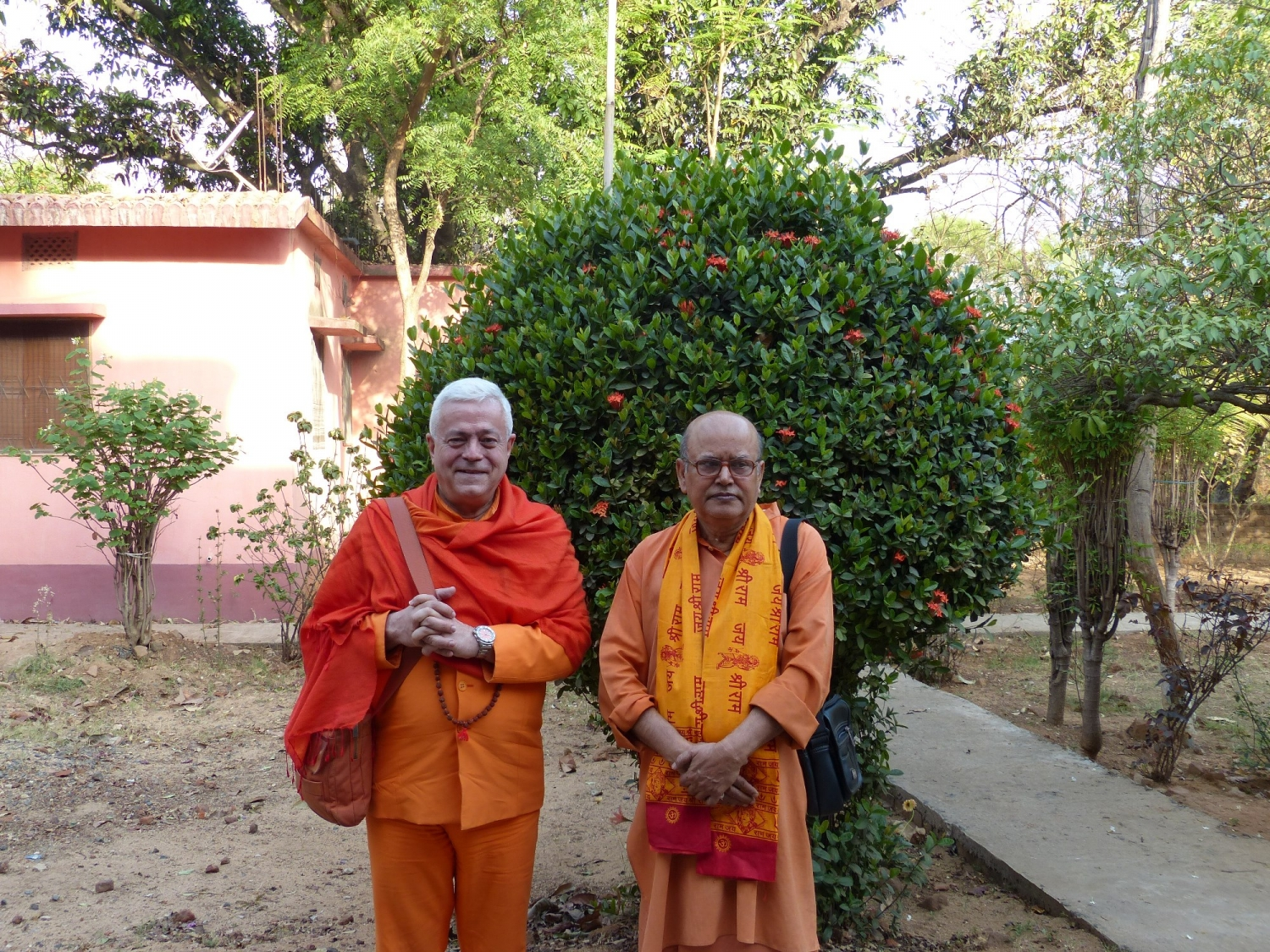 With Svámin Malgalteertam - Dehogar, India