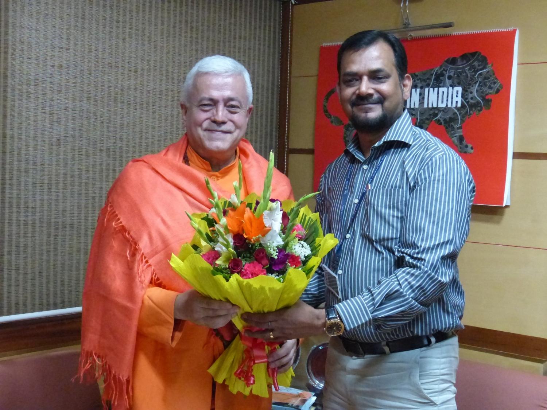 Reunião de H.H. Jagat Guru Amrta Sūryānanda Mahā Rāja com Dr. Ravi P. Singh, Secretário Geral do Quality Council of India, New Dillí - 2016, Maio