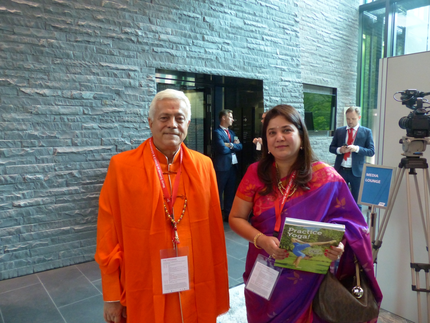 H.H. Jagat Guru Amrta Súryánanda Mahá Rája with Mrs. Rajita Kulkarni, President of the World Forum for Ethics in Business