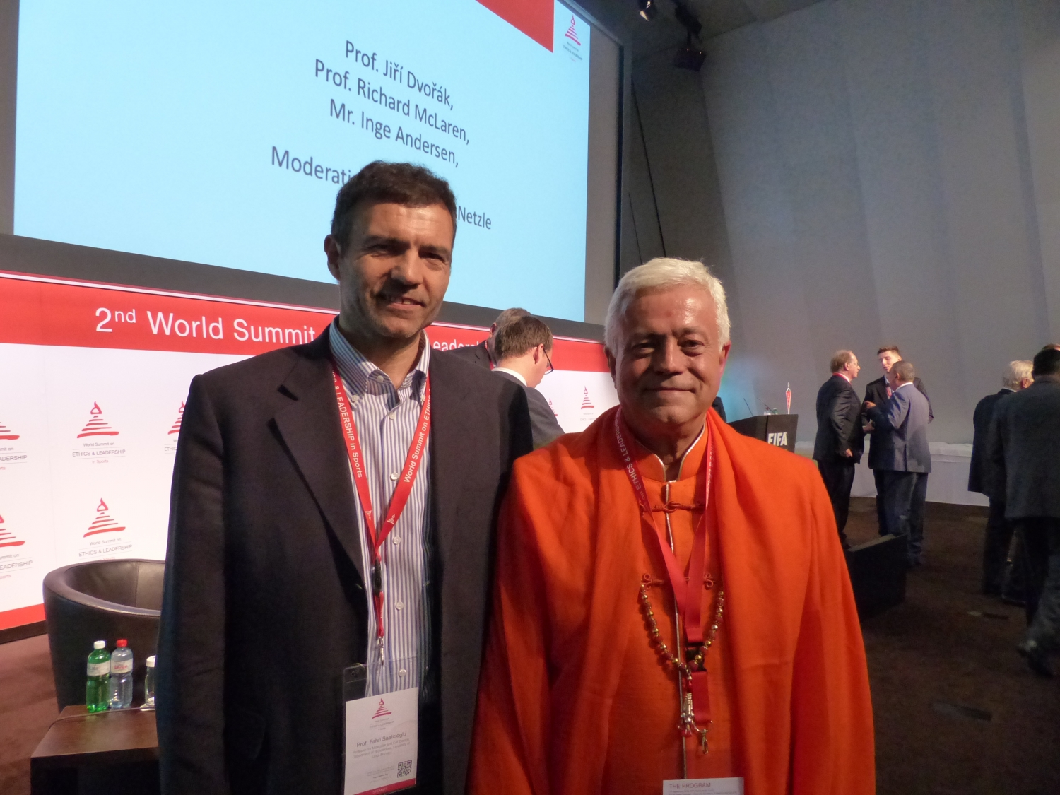 H.H. Jagat Guru Amrta Súryánanda Mahá Rája with Prof. Fahri Saatciouglu, Molecular and Celular Biology Professor, Biosciences Department, Norway, Oslo University