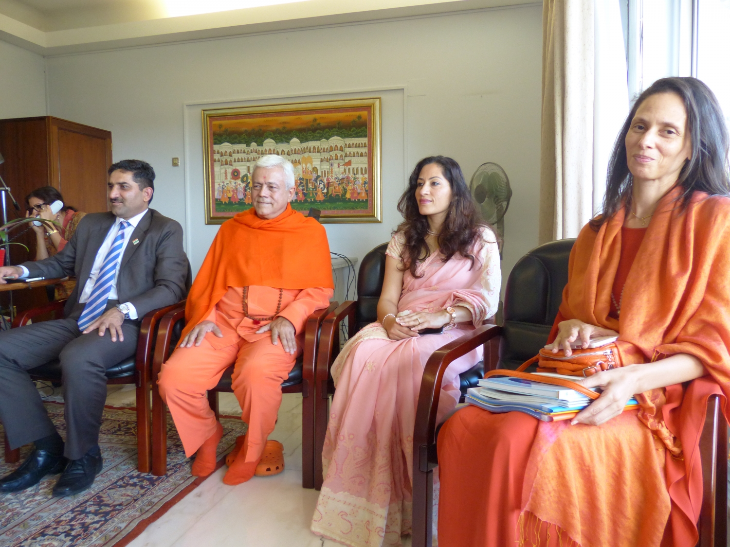Visit of H.H. Jagat Guru Amrta Súryánanda Mahá Rája at the Embassy of India at the invitation of the Ambassador of India in Portugal Mrs. K. Nandini Singla - 2016, October, 13th