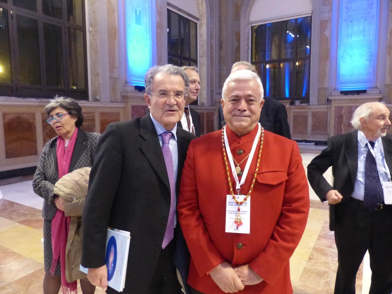 H.H. Jagat Guru Amrta Súryánanda Mahá Rája e Dr. Romano Prodi, Ex-Primeiro Ministro de Itália e Ex-Presidente da Comissão Europeia