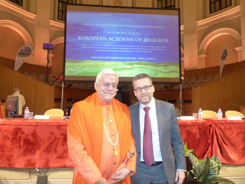 H.H. Jagat Guru Amrta Súryánanda Mahá Rája com Dr. Carlos Moedas, Comissário da União Europeia para a Investigação, Ciência e Inovação