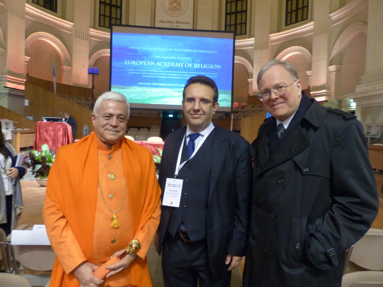 H.H. Jagar Guru Amrta Súryánanda Mahá Rájá e membros do Oxford Journal of Law and Religion
