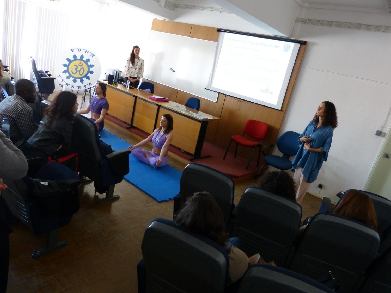 Sesión teórico-práctica sobre los Benefícios del Yoga Sámkhya para Universitarios, ISCAL - 2017, abril