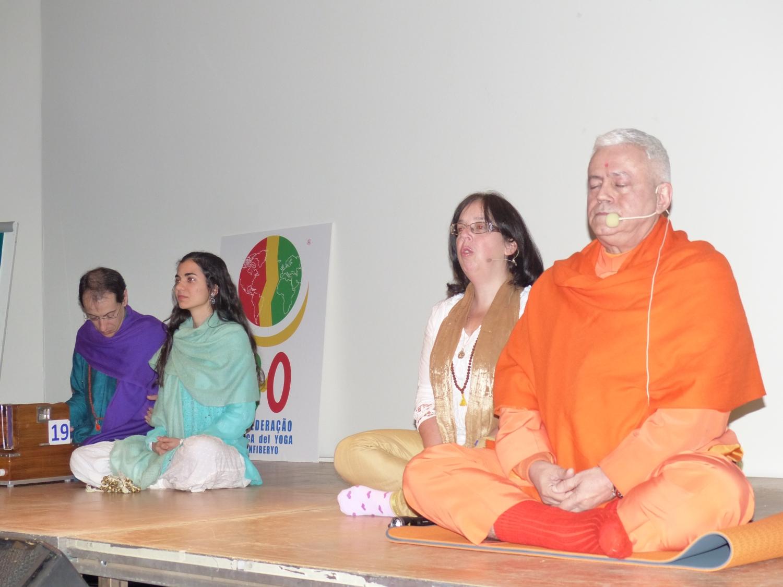 Meditação por H.H. Jagat Guru Amrta Súryánanda Mahá Rája