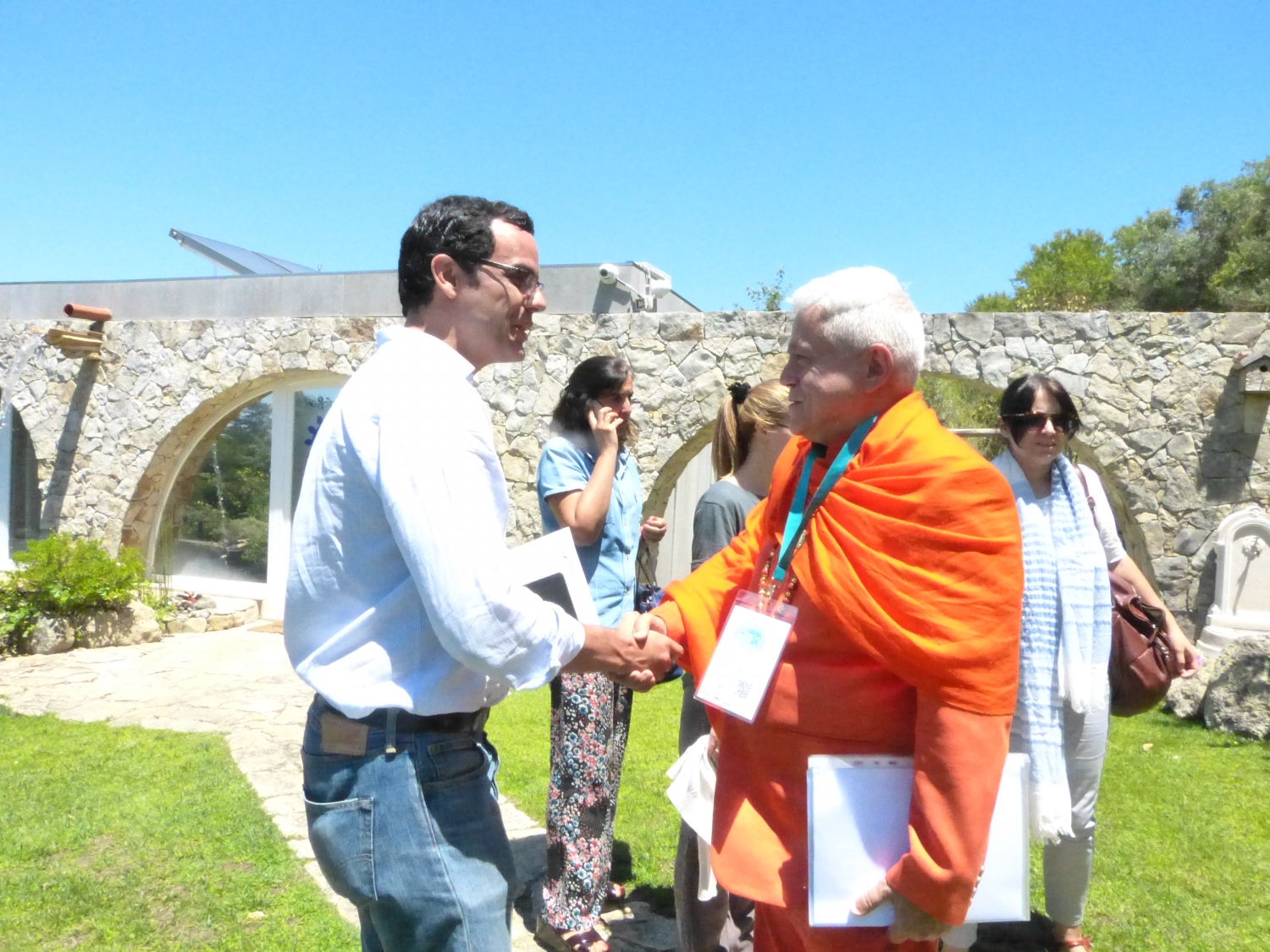 H.H. Jagat Guru Amrta Súryánanda Mahá Rája with the High Commissioner for Migrations, Dr. Pedro Calado