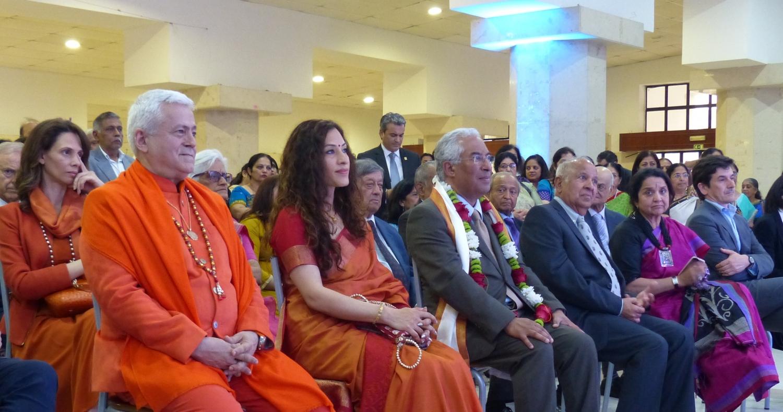 H.H. Jagat Guru Amrta Súryánanda Mahá Rája, Smt. Nandini Singla - Embaixadora da Índia em Portugal, Dr. António Costa - Primeiro Ministro de Portugal, Kantilal Jamnadas - Presidente da Comunidade Hindu de Portugal