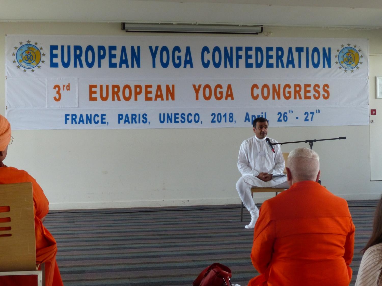 Master Veda Chaitanya (Yoga Súrya  Academy of Yoga & Meditation –  Česká Republika)
