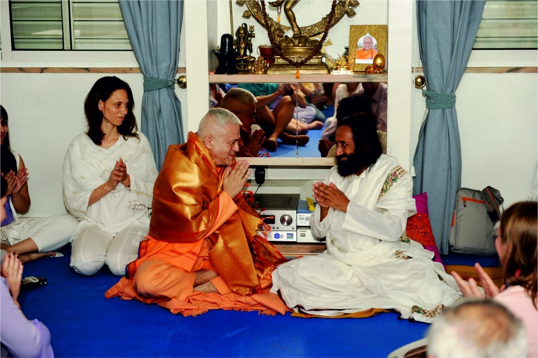 Avec Shrī Shrī Ravi Shankar, au Siège de la Confédération Portugaise du Yoga