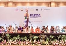 Satsanga de Guru Jí con la Orquestra/Coral Omkára y el Pashupati  - Demonstradores del Yoga Avanzado