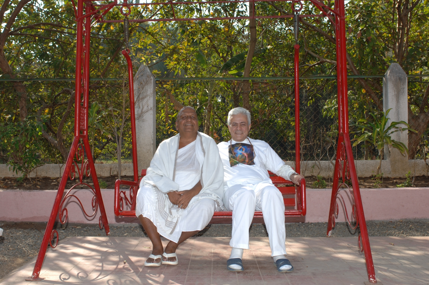 Meeting of H.H. Jagat Guru Amrta Súryánanda Mahá Rája with Shrí Svámin  Munishri Kirtichandrají, Founder of  Shantiniketan Áshrama - Valsad, India – 2008
