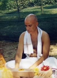 Mahamandaleshvar Yoga Acharya Shrí Vidyaupasaka Svámin Shivánanda Sarasvatí