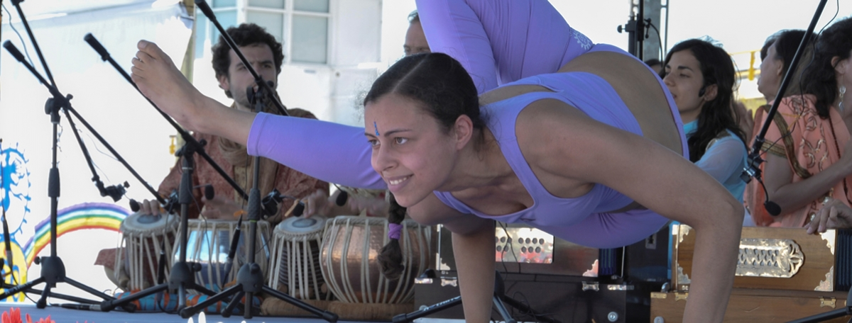5. DEMONSTRACIÓN DEL YOGA TRADICIONAL AVANZADO